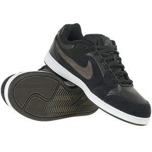 2009 Nike Hustle Skateboarding Sneakers
